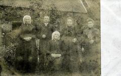 2000-1101-148 Serie van 237 fotokaarten, grotendeels vervaardigd door Louise Laboyrie, huishoudster (pastoorsmeid) bij ...