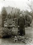 2000-1101-167 Serie van 237 fotokaarten, grotendeels vervaardigd door Louise Laboyrie, huishoudster (pastoorsmeid) bij ...