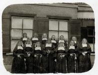 2000-1101-170 Serie van 237 fotokaarten, grotendeels vervaardigd door Louise Laboyrie, huishoudster (pastoorsmeid) bij ...
