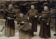 2000-1101-182 Serie van 237 fotokaarten, grotendeels vervaardigd door Louise Laboyrie, huishoudster (pastoorsmeid) bij ...