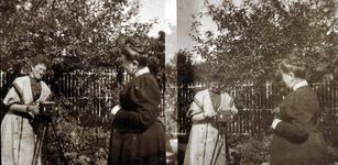 2000-1101-195 Serie van 237 fotokaarten, grotendeels vervaardigd door Louise Laboyrie, huishoudster (pastoorsmeid) bij ...