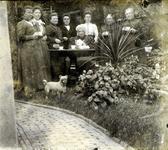 2000-1101-20 Serie van 237 fotokaarten, grotendeels vervaardigd door Louise Laboyrie, huishoudster (pastoorsmeid) bij ...