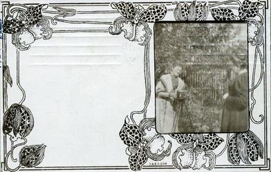 2000-1101-210 Serie van 237 fotokaarten, grotendeels vervaardigd door Louise Laboyrie, huishoudster (pastoorsmeid) bij ...