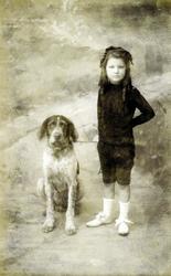 2000-1101-215 Serie van 237 fotokaarten, grotendeels vervaardigd door Louise Laboyrie, huishoudster (pastoorsmeid) bij ...