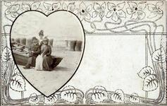 2000-1101-221 Serie van 237 fotokaarten, grotendeels vervaardigd door Louise Laboyrie, huishoudster (pastoorsmeid) bij ...