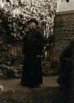 2000-1101-222 Serie van 237 fotokaarten, grotendeels vervaardigd door Louise Laboyrie, huishoudster (pastoorsmeid) bij ...