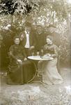 2000-1101-227 Serie van 237 fotokaarten, grotendeels vervaardigd door Louise Laboyrie, huishoudster (pastoorsmeid) bij ...