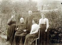 2000-1101-234 Serie van 237 fotokaarten, grotendeels vervaardigd door Louise Laboyrie, huishoudster (pastoorsmeid) bij ...