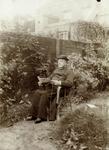 2000-1101-235 Serie van 237 fotokaarten, grotendeels vervaardigd door Louise Laboyrie, huishoudster (pastoorsmeid) bij ...