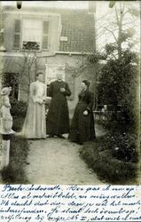 2000-1101-25 Serie van 237 fotokaarten, grotendeels vervaardigd door Louise Laboyrie, huishoudster (pastoorsmeid) bij ...