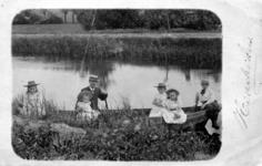 2000-1101-31 Serie van 237 fotokaarten, grotendeels vervaardigd door Louise Laboyrie, huishoudster (pastoorsmeid) bij ...