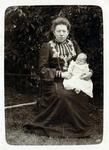 2000-1101-4 Serie van 237 fotokaarten, grotendeels vervaardigd door Louise Laboyrie, huishoudster (pastoorsmeid) bij ...
