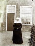 2000-1101-40 Serie van 237 fotokaarten, grotendeels vervaardigd door Louise Laboyrie, huishoudster (pastoorsmeid) bij ...