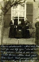 2000-1101-46 Serie van 237 fotokaarten, grotendeels vervaardigd door Louise Laboyrie, huishoudster (pastoorsmeid) bij ...