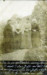 2000-1101-47 Serie van 237 fotokaarten, grotendeels vervaardigd door Louise Laboyrie, huishoudster (pastoorsmeid) bij ...