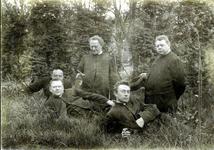 2000-1101-49 Serie van 237 fotokaarten, grotendeels vervaardigd door Louise Laboyrie, huishoudster (pastoorsmeid) bij ...
