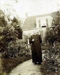 2000-1101-55 Serie van 237 fotokaarten, grotendeels vervaardigd door Louise Laboyrie, huishoudster (pastoorsmeid) bij ...