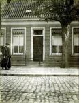 2000-1101-57 Serie van 237 fotokaarten, grotendeels vervaardigd door Louise Laboyrie, huishoudster (pastoorsmeid) bij ...