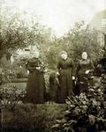 2000-1101-58 Serie van 237 fotokaarten, grotendeels vervaardigd door Louise Laboyrie, huishoudster (pastoorsmeid) bij ...