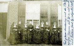 2000-1101-63 Serie van 237 fotokaarten, grotendeels vervaardigd door Louise Laboyrie, huishoudster (pastoorsmeid) bij ...