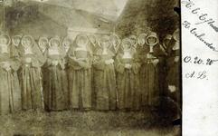 2000-1101-64 Serie van 237 fotokaarten, grotendeels vervaardigd door Louise Laboyrie, huishoudster (pastoorsmeid) bij ...