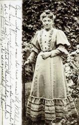 2000-1101-9 Serie van 237 fotokaarten, grotendeels vervaardigd door Louise Laboyrie, huishoudster (pastoorsmeid) bij ...