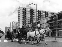 1967-73 Trouwkoetsen bij de Karel Doormanstraat op de hoek Van Oldenbarneveltstraat.