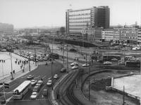 1967-821 Ingebruikstelling van het verkeersplein aan het Hofplein.Op de achtergrond de aanleg van de metro omgeving ...