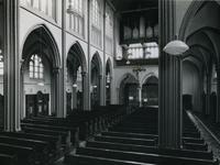 1967-84 Interieur van het middenschip in de kerk 'De Allerheiligste Verlosser' aan de Goudse Rijweg.