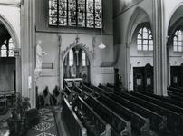 1967-85 Interieur met het Oostelijk transept en het Heilig Hart-altaar in de kerk 'De Allerheiligste Verlosser' aan de ...