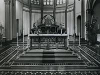 1967-86 Interieur van het koor in de kerk 'De Allerheiligste Verlosser' aan de Goudse Rijweg.