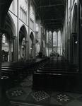 1967-87 Interieur middenschip van de kerk van de Allerheiligste Verlosser aan de Goudse Rijweg.