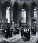 1968-1 14 geestelijken van diverse internationale kerkgenootschappen in de Sint-Laurenskerk.