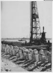 1968-1498 Het heien van schoor-trekpalen op het terrein van havenbedrijf Frans Swarttouw aan de noordzijde van de Waalhaven.