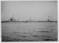 1968-1667 H.M.S. Hertog Hendrik en de zweedse oorlogsschepen Manligheter en Tapperheter , op de Nieuwe Maas, richting ...