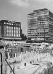 1968-2075 Werkzaamheden aan de Blaak in verband met de aanleg van de metro (lijn Centrum-Oost).Op de achtergrond ...
