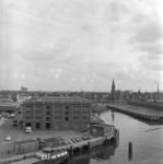1968-2314 De Binnenhaven en de Entrepôthaven gezien vanaf het dak van het Poortgebouw.
