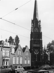 1968-2634 De Rooms-katholieke Sint-Lambertus kerk aan de Oostzeedijk.
