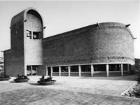 1968-2814 De zij-ingang van de Nederlands Hervormde Immanuelkerk aan de Berlagestraat.