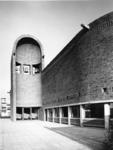 1968-2815 De zij-ingang van de Nederlands Hervormde Immanuelkerk aan de Berlagestraat.