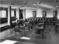 1968-2841 De kleine zaal in de Nederlandse Hervormde Immanuelkerk aan de Berlagestraat.