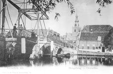 1968-3059 De Hogebrug over de Delfshavense Schie gezien vanaf de Delfshavensekade. Rechts de Overschiese Dorpsstraat ...