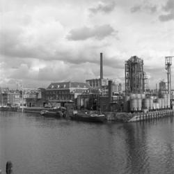1968-3199 Achterhaven bij de Buizenwaal.