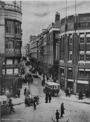 1968-610 De Hoofdsteeg, links de hoek met de Kolkkade, rechts de hoek met de Mosseltrap.