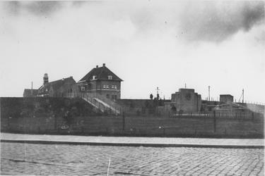 1968-693 Het Spiekmanmonument in het P.C. Hooftplein.