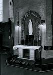 1968-934 Het Maria-altaar van de Sint-Barbarakerk aan de Crooswijkseweg.