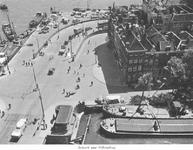 1969-445 Het Bolwerk, de Jan Kuitenbrug (voorgrond) en rechts de Hertekade en de oprit van de Willemsbrug, gezien vanaf ...