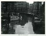 1969-468 De Kolk.Op de achtergrond links Plan C, rechts Station Beurs.