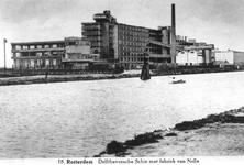 1970-1263 Fabriek van Van Nelle aan de westzijde van de Delfshavense Schie.