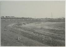 1970-1779 Voor de aanleg van de Waalhaven is materieel op de Heysedijk gebracht voor de afvoer per spoor of te water.